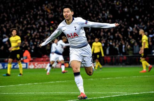 Son Heung-min (phải) giúp Tottenham xoay chuyển tình thế. Ảnh: EPA.