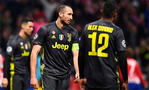 Chiellini và đồng đội cần vượt qua khoảng cách hai bàn để vào tứ kết. Ảnh: Reuters