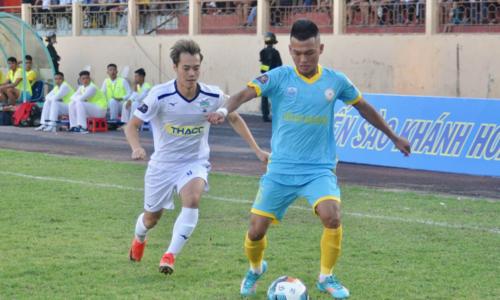 Văn Toàn (áo trắng) không ghi bàn nhưng anh đóng góp dấu giày trong cả bốn bàn thắng, trong đó có hai pha kiến tạo.Ảnh:HAGL FC.
