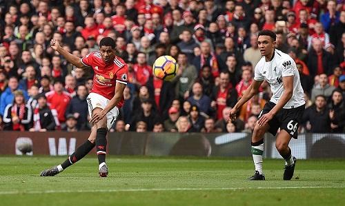 Rashford đang có phong độ rất cao và anh từng khiến Liverpool ôm hận tại Old Trafford mùa trước với một cú đúp. Ảnh: Reuters.