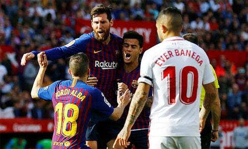 Messi sớm chuộc lỗi bằng một tuyệt phẩm. Ảnh: Reuters