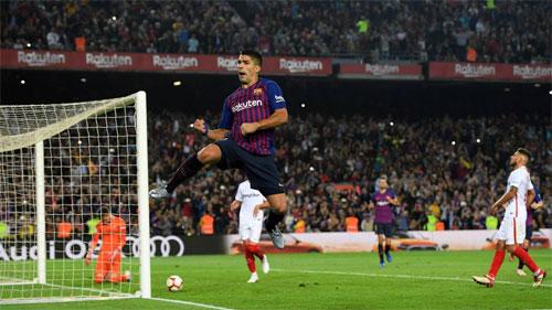 Suarez giải tỏa áp lực ghi bàn.