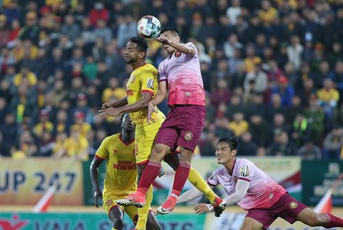 HLV Sài Gòn đổ lỗi cho mặt sân khi thua Nam Định - ảnh 2