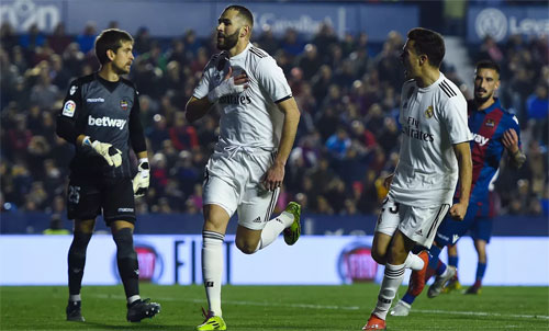 Benzema giải tỏa áp lực cho Real.