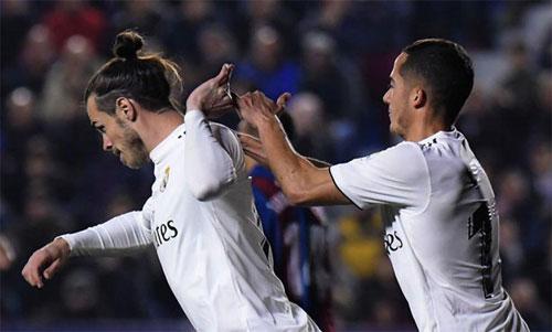Sau khi vào sân từ ghế dự bị và ghi bàn từ chấm 11m vào lưới Levante hôm 24/2, Bale chẳng màng chia vui với đồng đội. Ảnh: Reuters