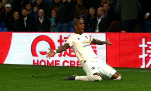 Young tỏa sáng trong bối cảnh Man Utd gặp khó khăn về lực lượng. Ảnh:AFP.