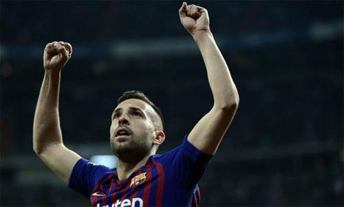 Jordi Alba và Barca đã có một trận đấu thành công trên sân Bernabeu. Ảnh: Reuters