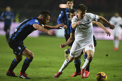 Piatek (trắng) là sự bổ sung đáng giá cho Milan trong kỳ chuyển nhượng hồi đầu tháng 1/2019.