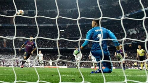 Suarez buộc Real đại bại trên sân nhà.