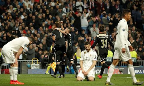 Cách họ sụp đổ trước Ajax giáng một đòn mạnh vào niềm kiêu hãnh của Real.