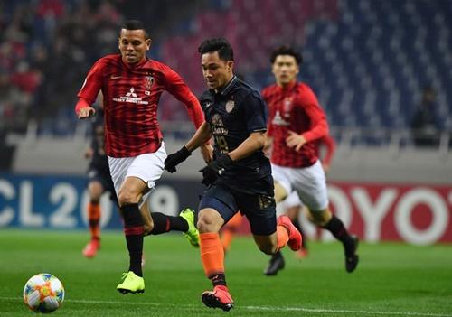 Buriram United (áo đen) vẫn chưa thắng trận nào trong mùa 2019. Ảnh: Fox Sports.