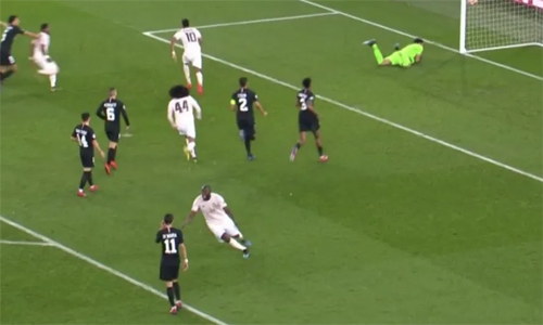 Lukaku chế giễu Di Maria sau khi Rashford ghi bàn. Ảnh: BT Sport.