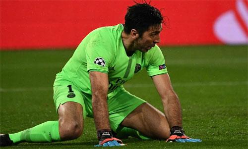 CĐV PSG đòi ném Buffon vào quan tài sau sai lầm trước Man United