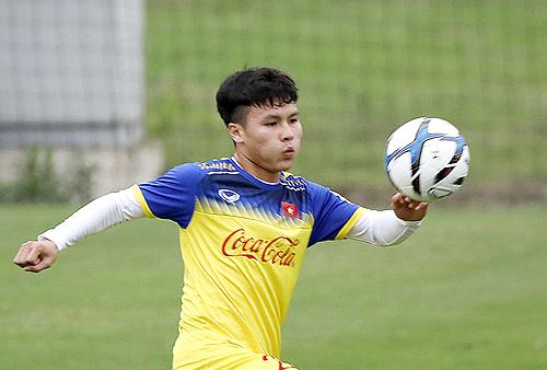 Quang Hải cho biết đang nỗ lực cải thiện khả năng ngoại ngữ để khi thi đấu quốc tế có thể đại diện đội trao đổi với các trọng tài trong những tình huống cần thiết.