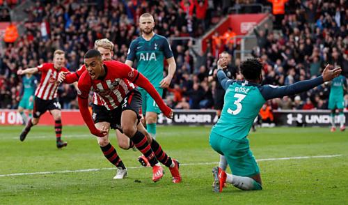 Valery gỡ hòa cho Southampton. Ảnh: Reuters.