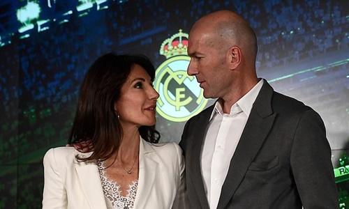 Vợ Zidane, Veronique xuất hiện cùng chồng tại buổi lễ. Ảnh: Reuters.