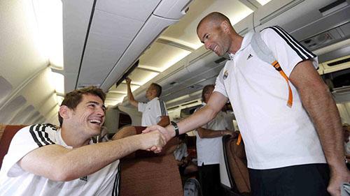 Casillas rất yêu mến người đồng đội cũ Zidane. Ảnh: Reuters.