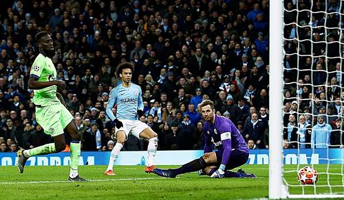 Sane (giữa) là cầu thủ chơi hay nhất trận này với một bàn thắng và ba đường kiến tạo.