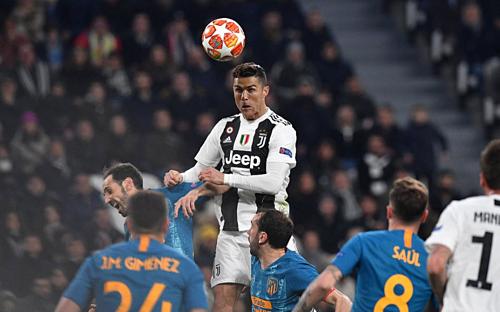 Ở tuổi 34, Ronaldo vẫn đủ sức bật và độ thính nhạy để biến các pha không chiến thành vũ khí hủy diệt.