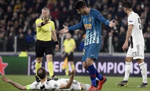 Morata có chuyến trở về sân Allianz đáng quên khi không thể giữ bình tĩnh trước sự tinh quái của Chiellini. Ảnh: AFP.