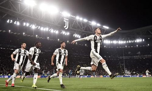 Ronaldo thể hiện giá trị, giúp Juventus ghi ba bàn vào lưới một trong những đội có hàng thủ hay nhất châu Âu. Ảnh: AFP.