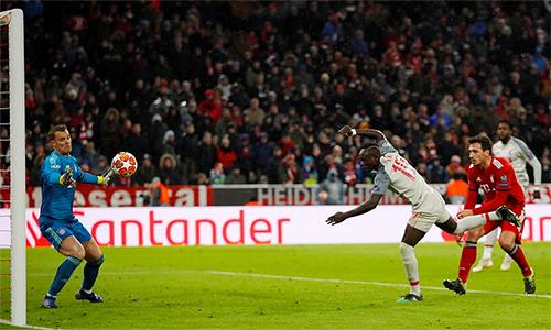 Mane đánh đầu, ấn định thắng lợi 3-1 cho Liverpool. Ảnh: Reuters.