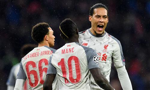 Mane (số 10) và Van Dijk (phải) là người hùng của Liverpool trên đất Đức. Ảnh: Reuters.