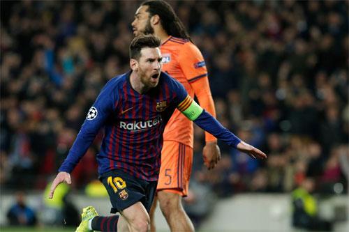 Messi buộc Lyon phải vào lưới nhặt bóng,