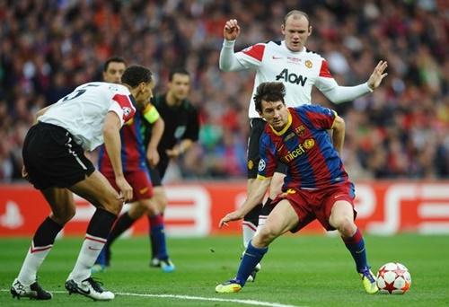 Man Utd (áo trắng) từng thua Barca hai lần ở chung kết Champions League năm 2009 và 2011. Ảnh: Reuters.