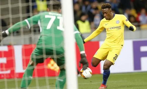 Hudson-Odoi ghi bàn ấn định chiến thắng 5-0 cho Chelsea. Ảnh: AP.