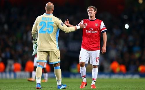 Arsenal từng gặp Napoli ở Champions League năm 2013. Mỗi đội thắng một và thua một trận. Ảnh: Guardian.