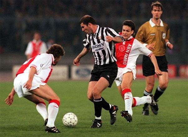 Juventus và Zidane năm 1997 từng đè bẹp Ajax 6-2 chung cuộc ở bán kết.