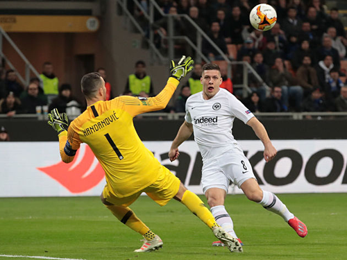 Luka Jovic ghi bàn thắng ngay đầu trận đấu. Ảnh:Reuters.
