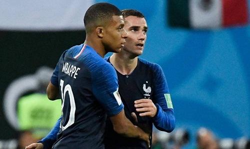 Đôi vợ chồng đặt tên con để vinh danh Kylian Mbappe và Antoine Griezmann. Ảnh: AFP.