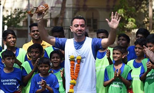 Xavi đang ở Ấn Độ trong chương trình quảng bá cho World Cup 2022. Ảnh: Reuters.