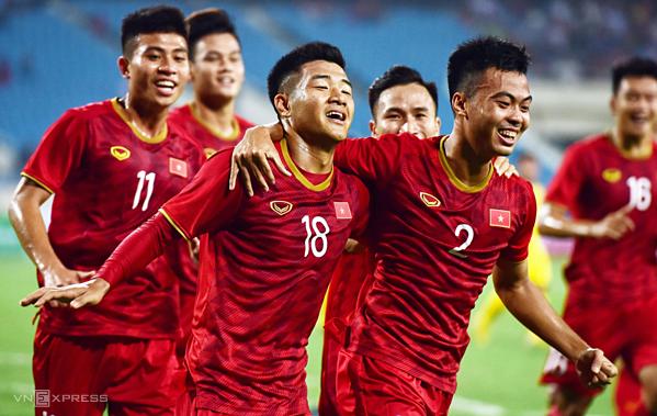 Hà Đức Chinh (số 18) và các đồng đội giành chiến thắng đậm đà, đúng như dự đoán trên sân Mỹ Đình. Ảnh: Giang Huy.