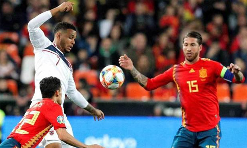 King có ấn tượng tốt với Ramos sau khi cả hai đối đầu nhau tại vòng loại Euro 2020. Ảnh: EFE.