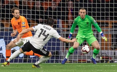 Khoảnh khắc mất tập trung khiến Hà Lan phải chịu thua.