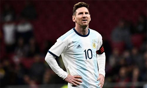 CĐV Argentina đang mặc định đội tuyển phải thắng khi có Messi. Ảnh: Reuters