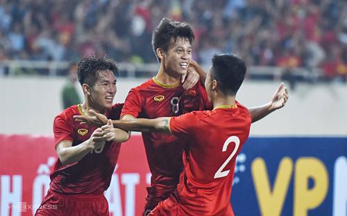 Các cầu thủ Việt Nam ăn mừng bàn ấn định tỷ số trận đấu trên sân Mỹ Đình. Ảnh: Giang Huy.