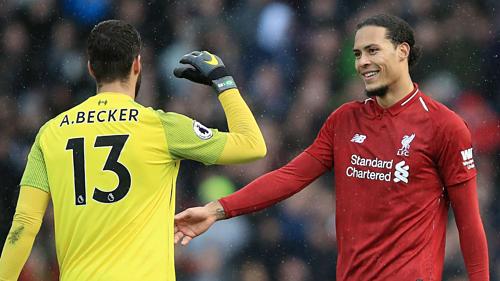 Sự xuất hiện của các hợp đồng bom tấn như Alisson Becker và Van Dijk giúp Liverpool trở nên toàn diện. Ảnh:AFP.