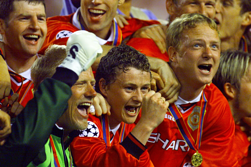 Schmeichel và Solskjaer trong đêm chung kết Champions League 1999.