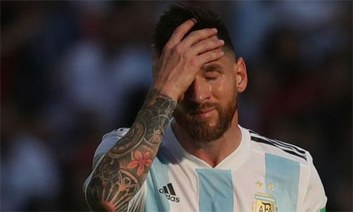 Messi luôn gặp áp lực về thành tích khi chơi cho Argentina thời gian gần đây. Ảnh: Reuters