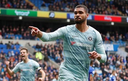 Loftus-Cheek ấn định chiến thắng cho Chelsea trong phút bù giờ. Ảnh: Reuters.