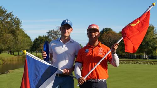 Golfer Nguyễn Đức Ninh cùng golfer đã dành ngôi vô địch Broda Lukás