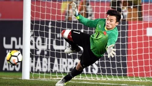 Bùi Tiến Dũng đã bốn lần đối đầu Thái Lan, thắng ba, thua một.