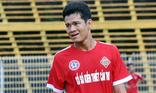 Văn Quân sinh năm 1987, quê Cần Thơ. Mùa 2018, anh chấn thương, ít được thi đấu và phải chứng kiến đội nhà xuống hạng Nhất. Ảnh: FBNV.