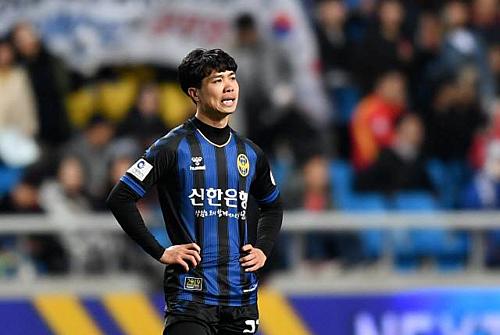 Công Phượng trong lần đầu đá chính tại K-League.