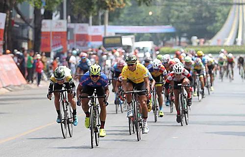 Các tay đua phải vượt lộ trình dài gần 2.000 kiloet trước khi về đích tại TP HCM. Ảnh: TĐÁ.