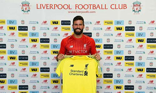Liverpool từng biến Alisson thành thủ môn đắt giá nhất thế giới. Ảnh: Reuters.